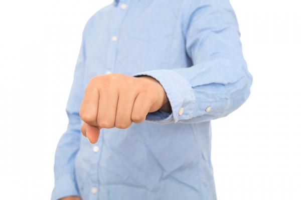 40後腦檢查有2成異常!醫師:手握拳、多吃青背魚,改善血流與動脈硬化