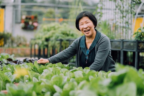 醫院志工不只是指路 陳翠燕:為服務安寧病房,60歲後讀研究所