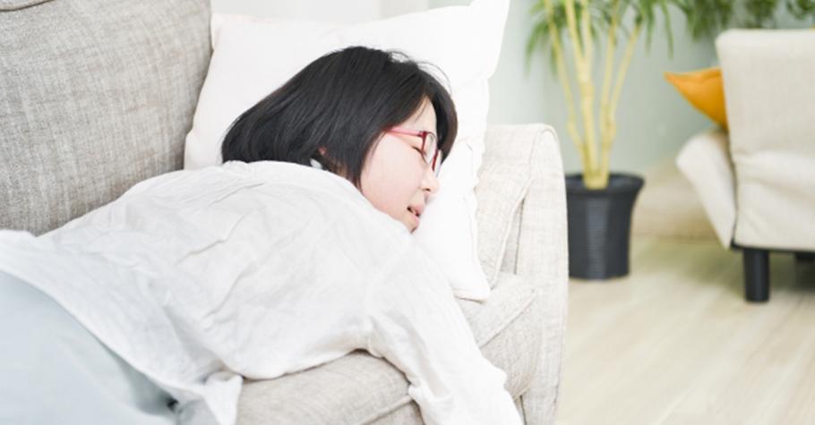 比平常早15分鐘順利入睡的方法,每天忙於工作與家庭的父母最需要好眠,從腦中轉個沒完的念頭中解脫出來