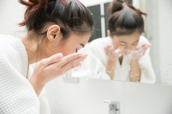 【林靜芸專欄】熟齡皮膚保養,重點在「適度洗臉」