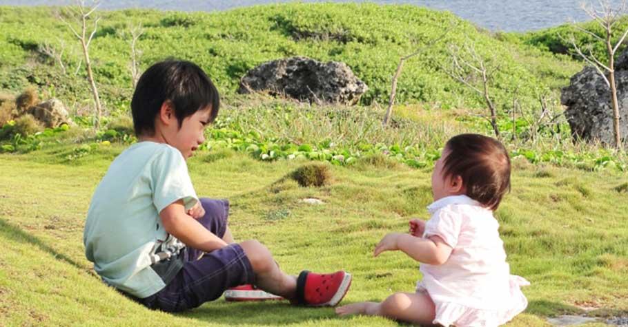 家裡有了小小孩,大小孩就變了樣?神老師:讓每個孩子都能清楚感受爸媽的愛,心裡的愛足夠,就不會不平衡