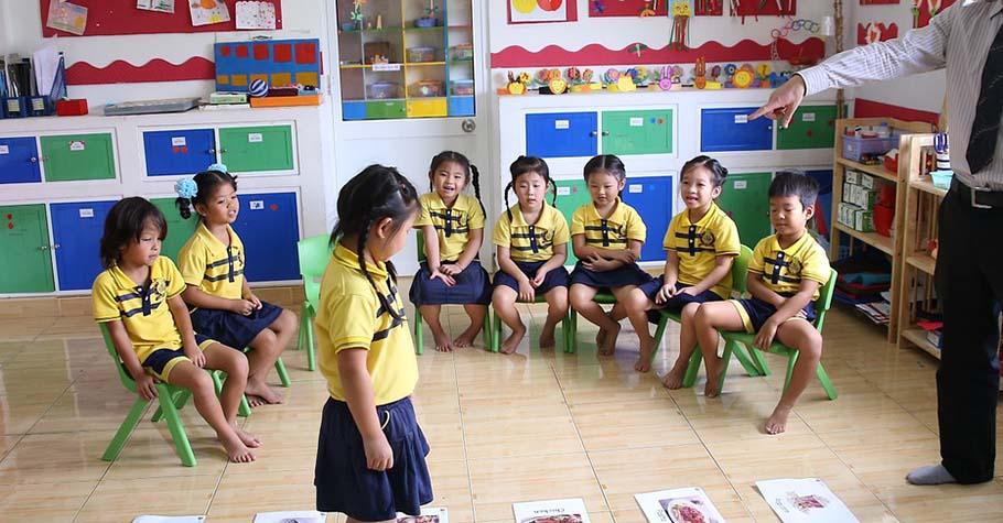 採取正向教養方法的大人,會尋找機會幫助孩子從錯誤中學習,允許「自然後果」