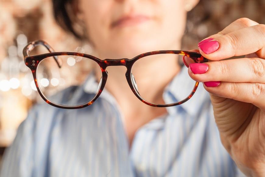 防黃斑部病變害老後失明,要遠離「光毒」!只濾藍光不夠,從生活5習慣做起