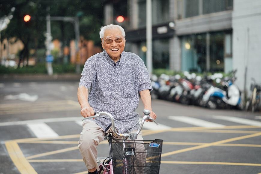 101歲天天睡得好!孫立德的開朗日常:每日騎單車、每小時讀書