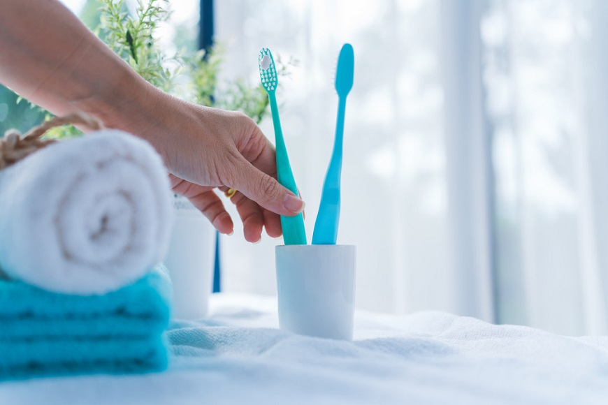 不想老後臥床,關鍵在刷牙!糖尿病醫師:40歲後,請開始「牙齦按摩」