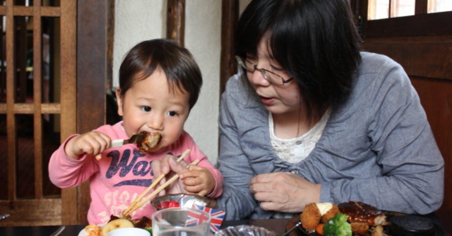 與長輩教養方式不一致,怎麼辦?父母仍是具有最直接影響力的人,與其防堵和生悶氣,不如多給予孩子實質的陪伴和互動
