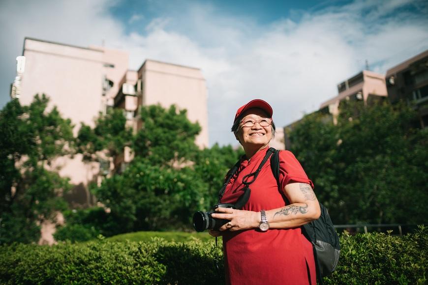 50歲後遊遍43國,刺青騎重機!78歲黃宜儀:盡情地活,離開時才沒有遺憾