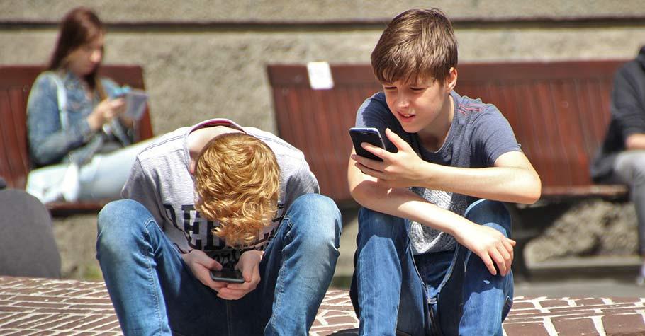 【親子囧話題.專家來解答】親子間總是為了手機上網玩遊戲而爭吵?孩子沉迷網路怎麼辦?