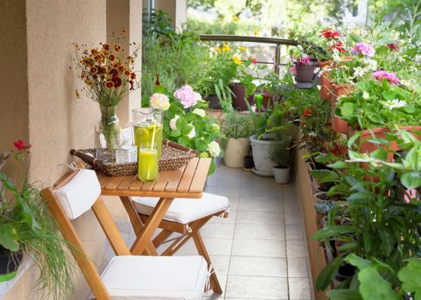 如何創造家中獨處小天地?居家改造達人:一桌一椅開始,陽台也能變咖啡廳