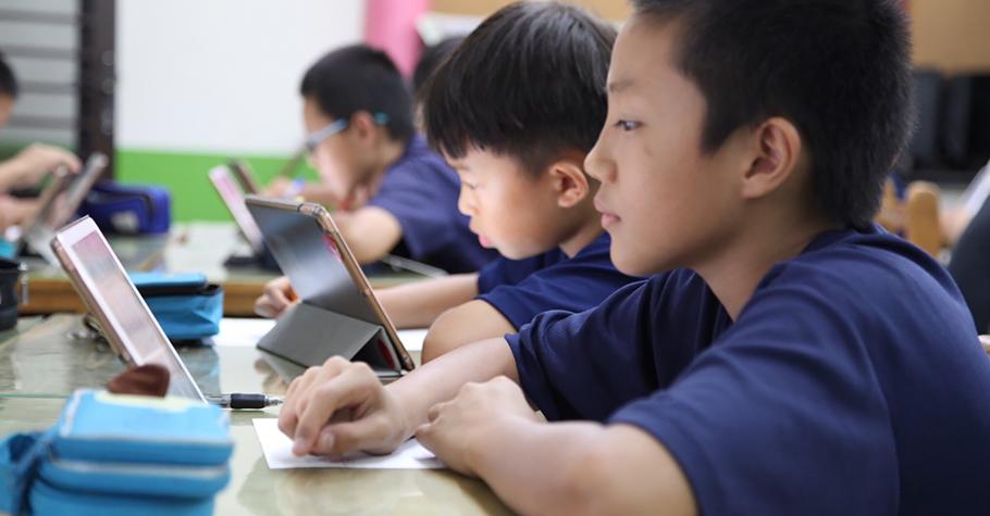 迎向全球化競爭!新竹縣雙語、科技教育全面啟動,數位閱讀素養超強部署