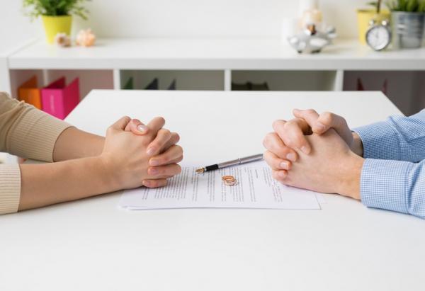 離婚財產怎麼分?又若婚後財產都在一方名下,另一方該怎麼爭取?