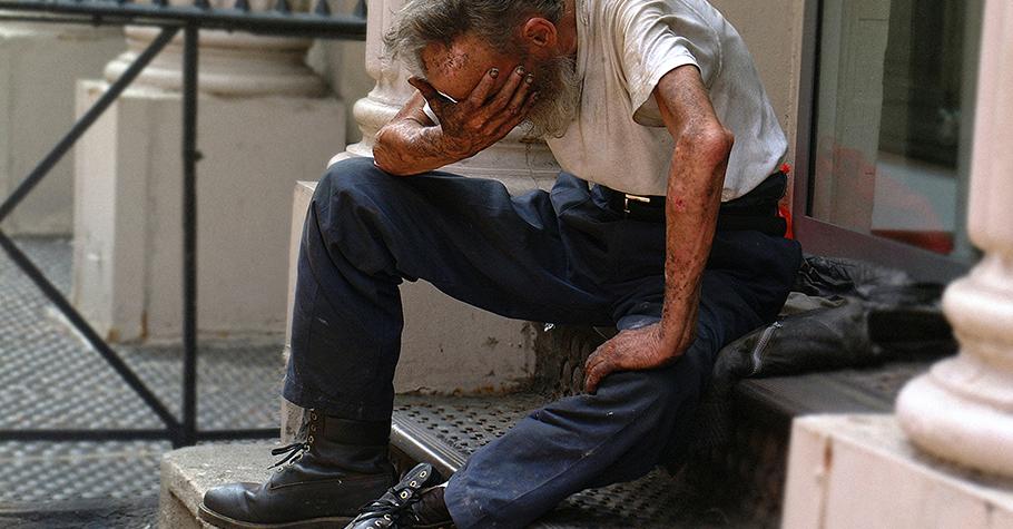 疫情之下》看到物流伯伯在路邊哭...