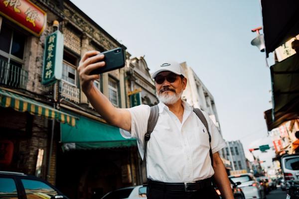 73歲YouTuber林經甫:學自拍,生活變「有感」了!