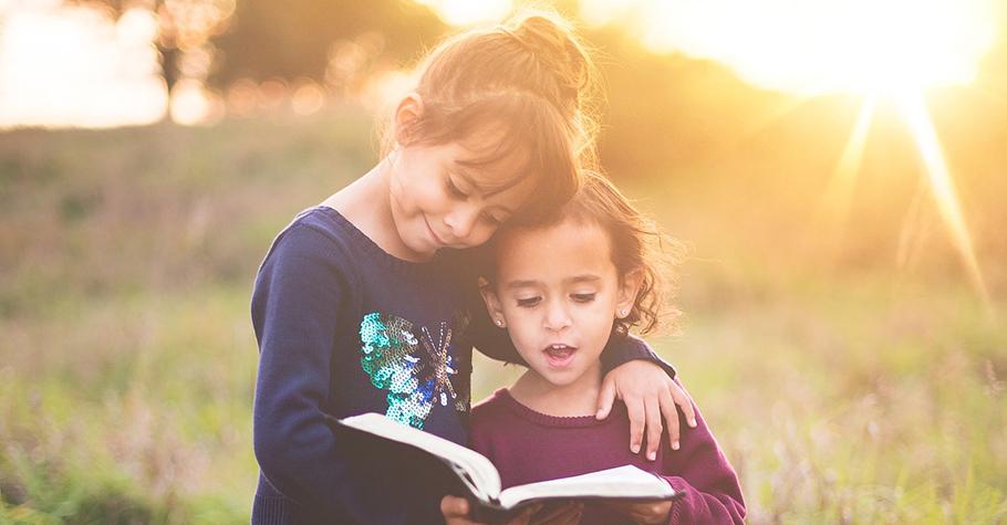 帶孩子閱讀長篇小說,不只有助於增進文字理解及思考,還能培養觀察力、邏輯推理、團隊合作等能力
