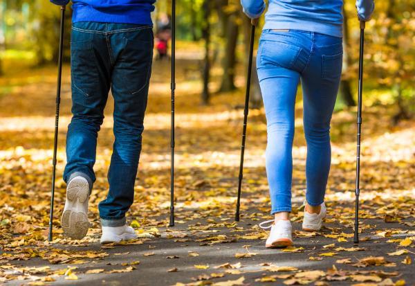 【50+選品】挑對「健走杖」!每天健走15分鐘,消脂又練肌肉