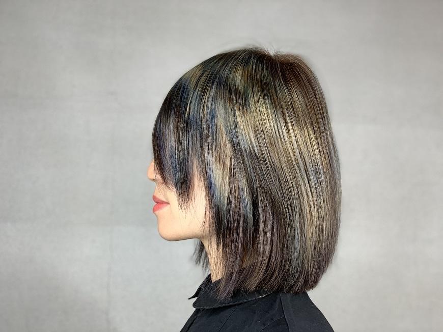 白髮一直長,又不想常染?髮型師:中間色混染或剪出層次,漂亮髮型更持久