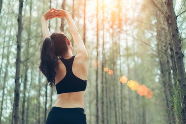 鍛鍊背部有6大好處!只要「反轉手背」,就能變瘦、促進代謝、睡更好