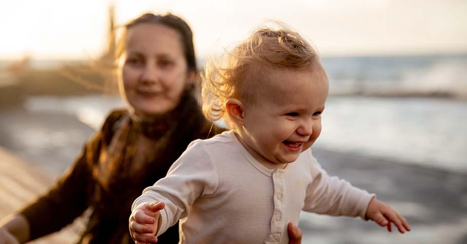 黃山料:堅強的母親之所以堅強,是她放下一切顏面,拋下自尊之包袱只為你。這就是母親的強大