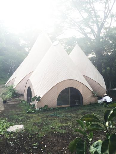 退休宅可以這麼美!日本伊豆半島山海洞穴屋「JIKKA」