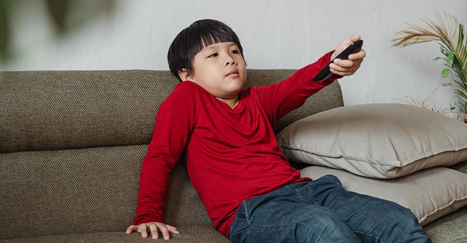 給孩子看電視影片他就不會去做「其他事情」自我控制能力會比較差,功能目的在:讓父母喘口氣、做點事