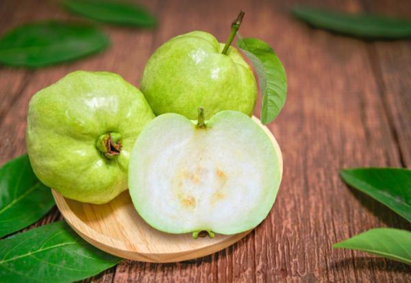 芭樂是抗氧化力最強水果!營養師李婉萍:2個時間吃,能降血壓血脂、清除自由基