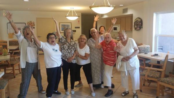 有玩又有學:美國EngAged社群,把退休公寓變成熱鬧的大學宿舍