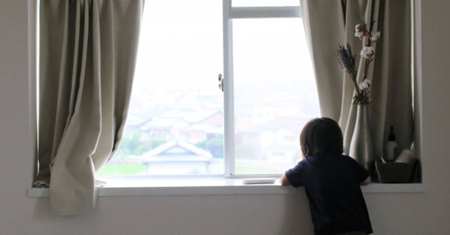 小時候的經歷都會在孩子心裡留下印記,影響著他長大後看自己、別人和這個世界的觀點