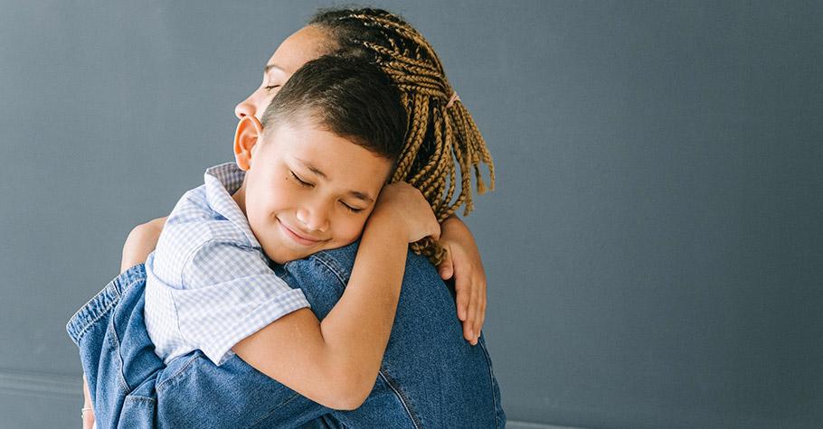 教養方式與孩子的同理能力有關》若沒人直接教他們認識自己與他人的情緒感受,他們就比較難發展出同理心