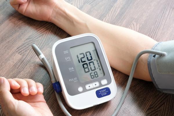 量血壓,雙手要一起!兩手血壓可能不同,6個重點避免錯過身體警訊
