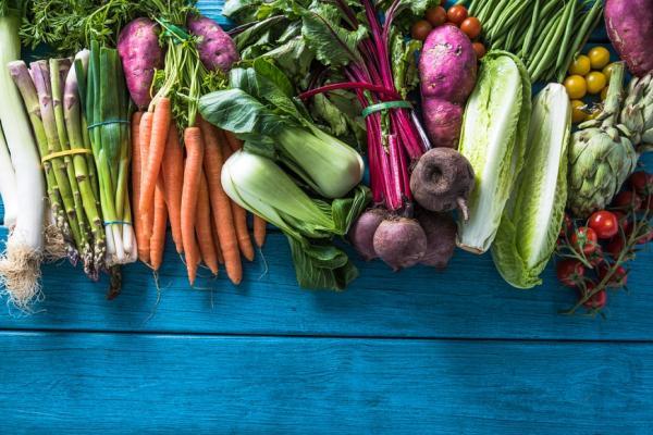 美國公布12大最髒蔬果!如何正確洗菜,才能清除農藥殘留?