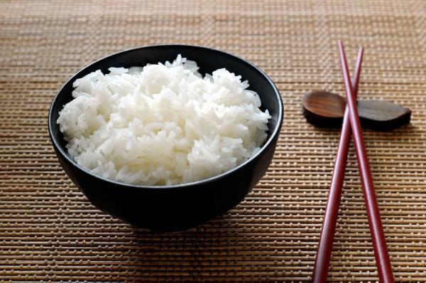 米飯有助控血糖、防暴食!營養師破解4迷思,好好吃飯才能瘦