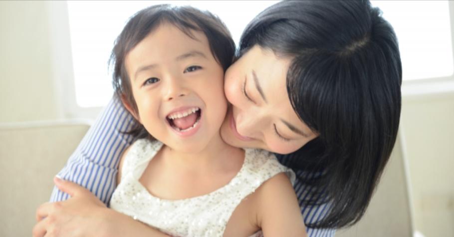 爸媽不慌張,孩子才會安定。疫情期間,「爸媽對孩子講的話,會形成孩子對事件的認知,影響一輩子。」
