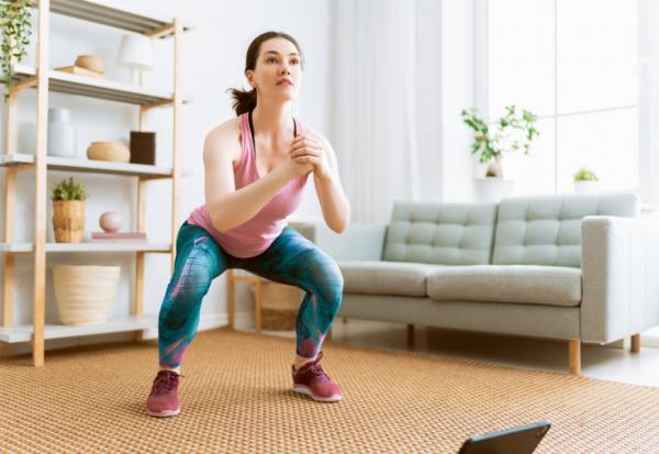 久坐害血脂、餐後三酸甘油脂飆高!研究:一小時起身5次做這運動,增加身體燃脂效率達43%