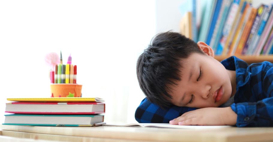 台灣中小學生普遍睡眠不足,比歐美平均少了1個多小時!睡不夠不但影響學習,還可能造成長期慢性傷害