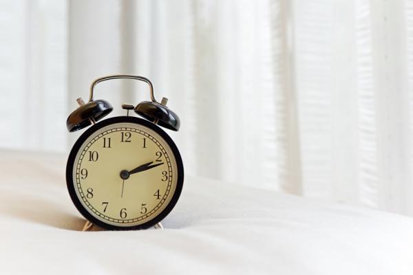 總在半夜同一時間醒來?不靠安眠藥,3練習讓你睡得好