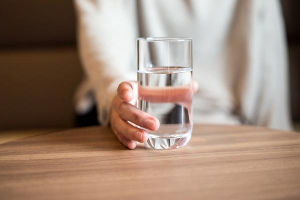 多喝水不一定好,會傷腎變胖!中醫:如何喝,避免「水濕邪氣」?
