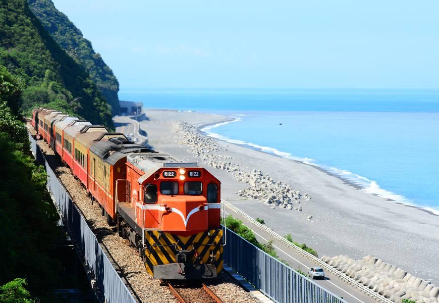 搭火車看海秘境,蒐集美景還能減壓!台灣6個臨海車站,一人鐵道小旅行