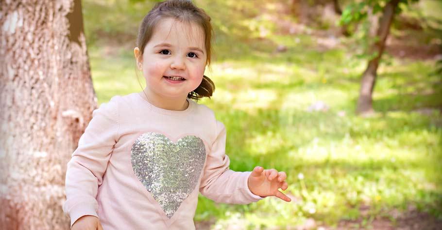 關愛在教養中很重要,讓我們一起在日常中有耐心地傾聽孩子,並且鼓勵他們獨立、增強他們的自尊心和自信心