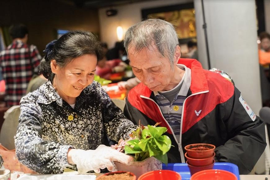 「初老」照顧「老老」怎麼打長期戰?新手失智照顧者的5大戰略