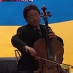 大提琴家張正傑與鋼琴家妻子謝婉玲合奏「我的小寶貝」